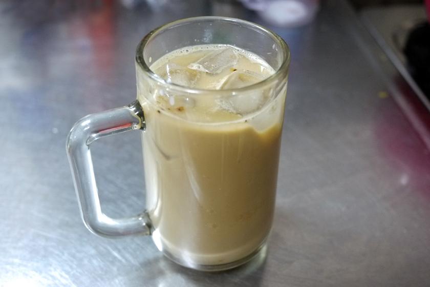 豆乳にインスタントコーヒーと砂糖を入れただけだが、結構おいしい