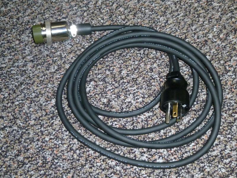 2つめのAC入力用のケーブル。入力を2系統にすると負荷のある状態でも充電時間が長くならない