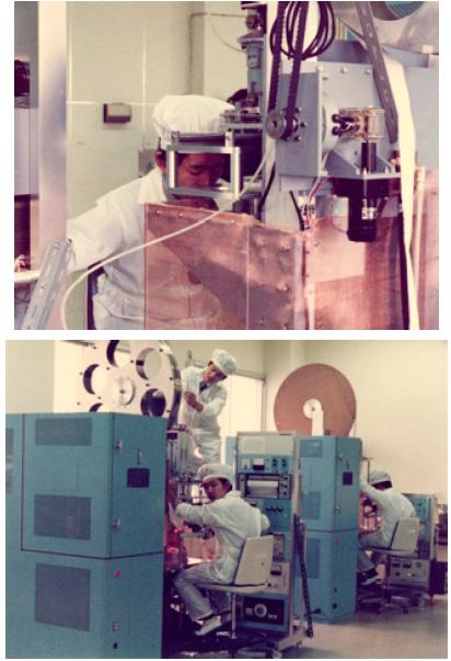 リボンシリコンの太陽電池を製造している当時の写真。製造には職人技が必要なほど困難だったという