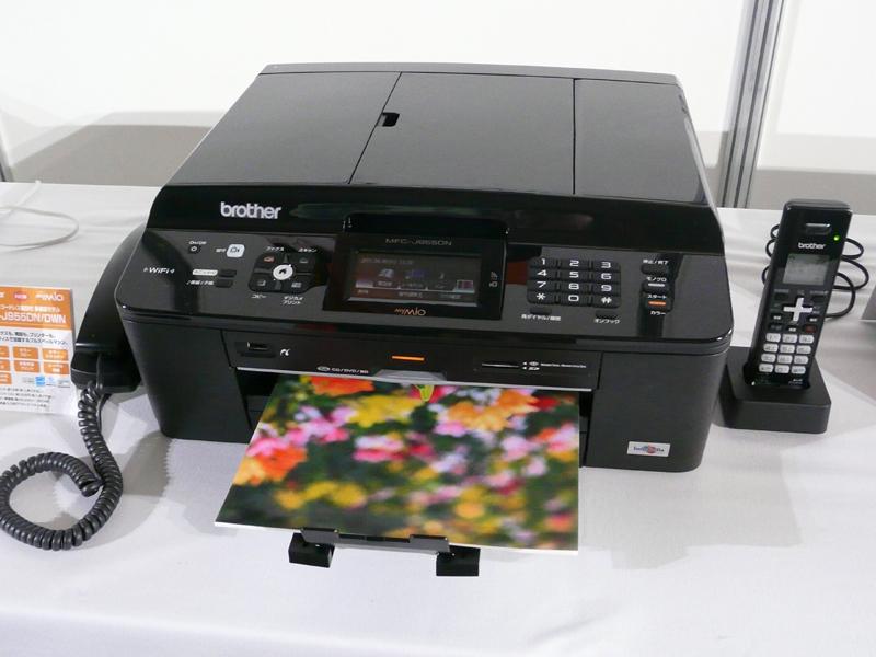 カラー印刷で10ipm、モノクロ印刷で12ipmの性能を持つ最上位モデル「MFC-J955DN」