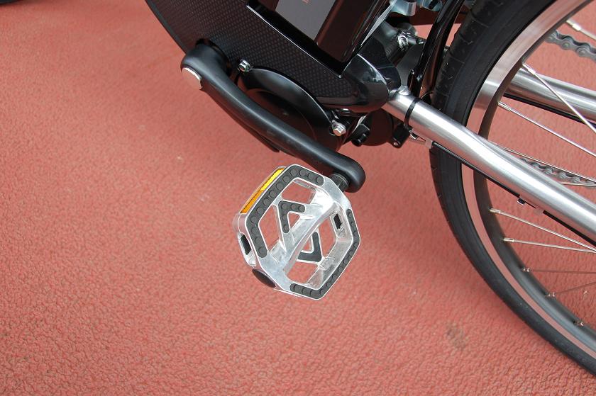 六角形に近い形をしたペダルは、踏み込みやすかった