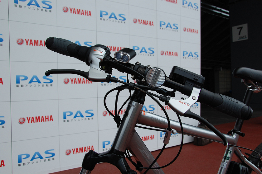PAS Brace Lには、0.5WのLEDバッテリーランプが2個搭載されている