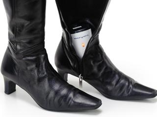 革靴やブーツに直接差し込んで使用できる