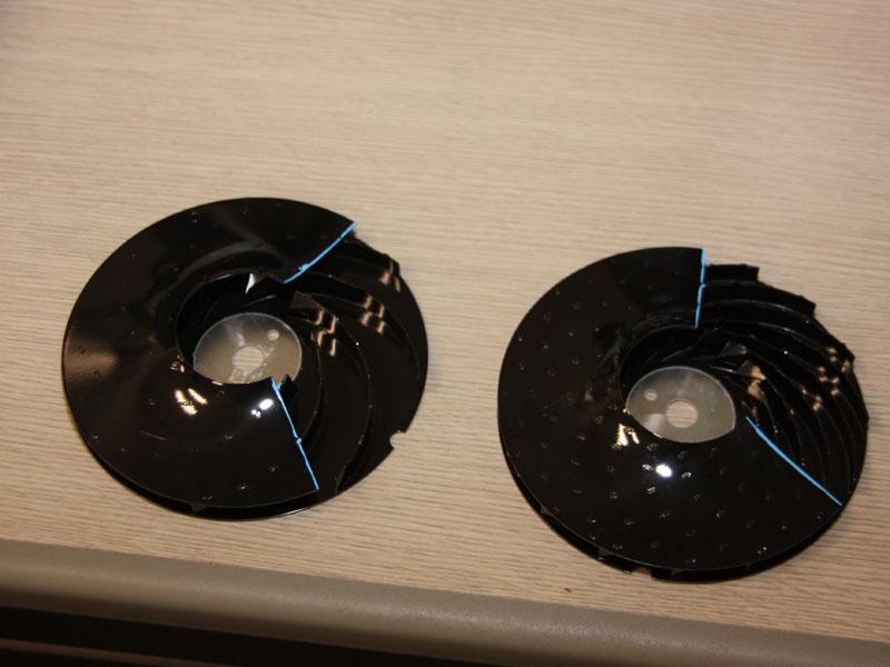 翼の枚数を増やすことで風切り音を低減したという。写真右が新採用の16枚翼、左が8枚翼