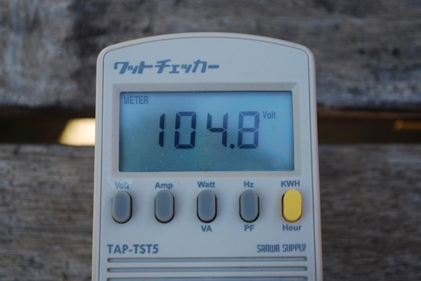 出力電圧は104.8V
