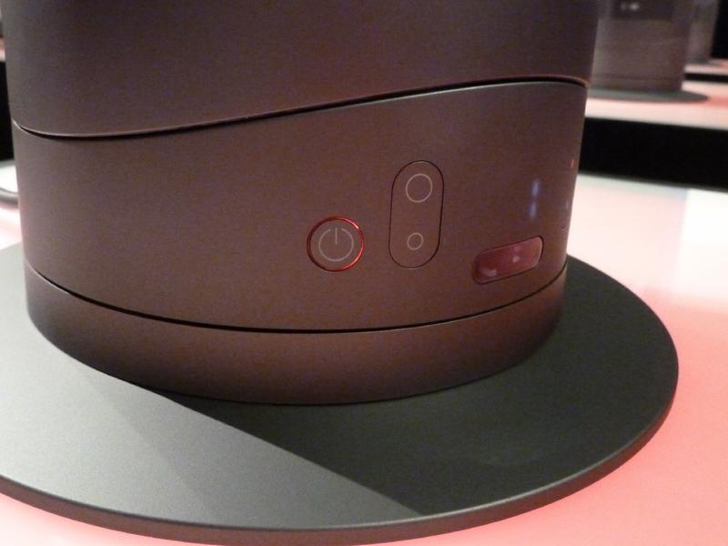 暖房使用時は電源ボタンの周りは赤く光る