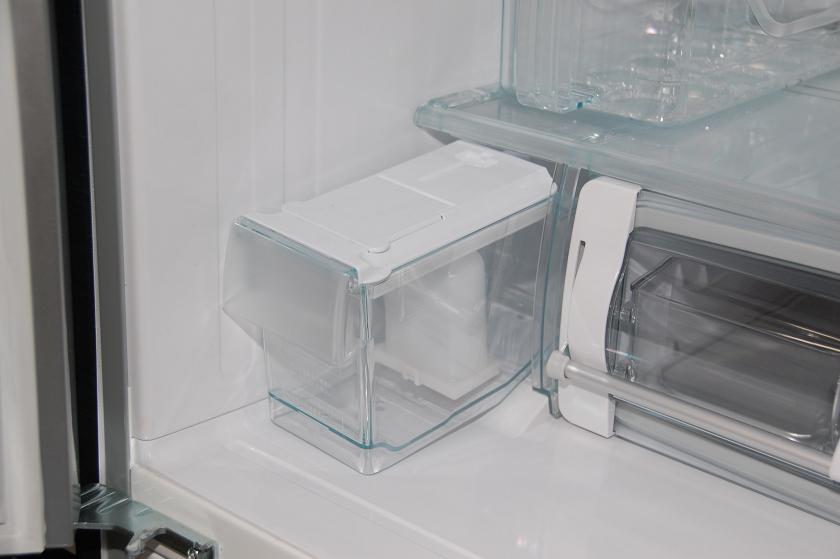 製氷用の水を入れる給水タンク
