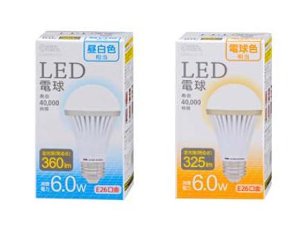 西友で970円で販売される「オームLED電球」。左が昼白色タイプ、右が電球色タイプ