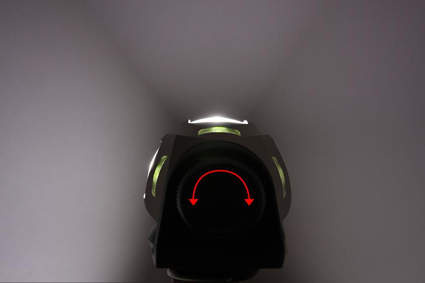 160度ほど首を振れるので、照らしたい場所に狙いをつけて投光することも可能だ