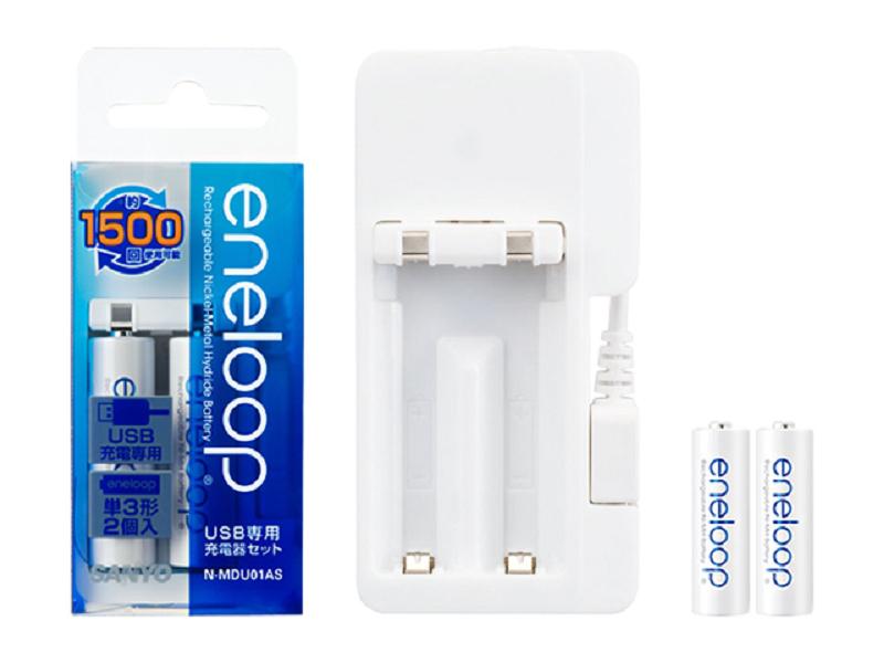 USBからエネループを充電できるものもあるが、急速充電できない(1本なら可能)上に一度に2本しか充電できないので、充電器が2台必要になる