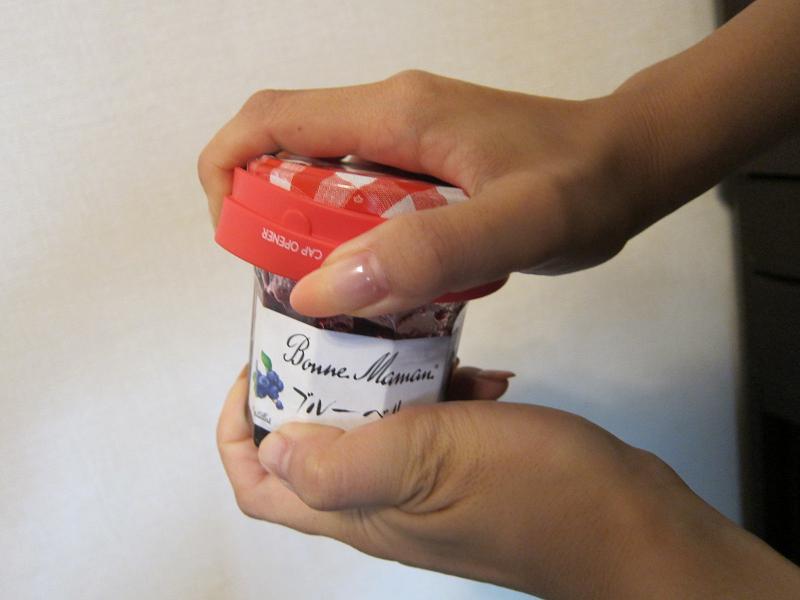 軽い力で瓶やボトルを開けられるキャップオープナー