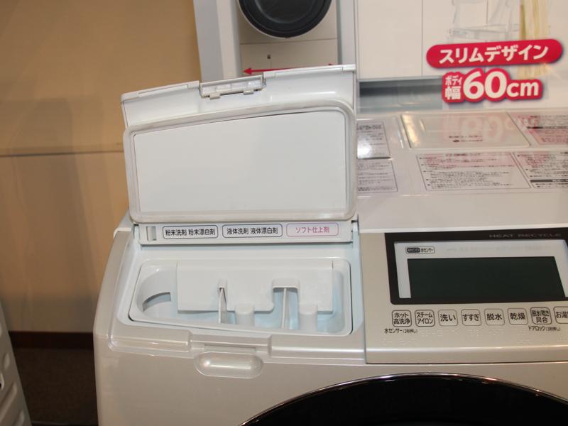 洗剤は本体上部から投入する。ケースは取り外し可能で手入れも簡単にできる