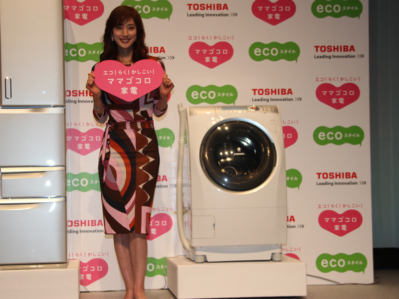 「ZABOON(ザブーン) TW-Z9200」とイメージキャラクターを務める女優の天海祐希さん