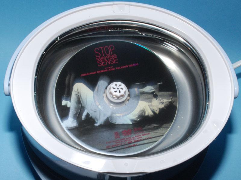 洗浄槽が大きく、CD/DVDが洗えるのも特徴だ