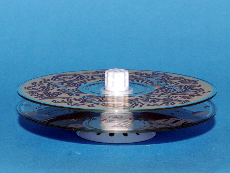 CD/DVDは、間にスペーサーを入れて2枚重ねの状態で洗える