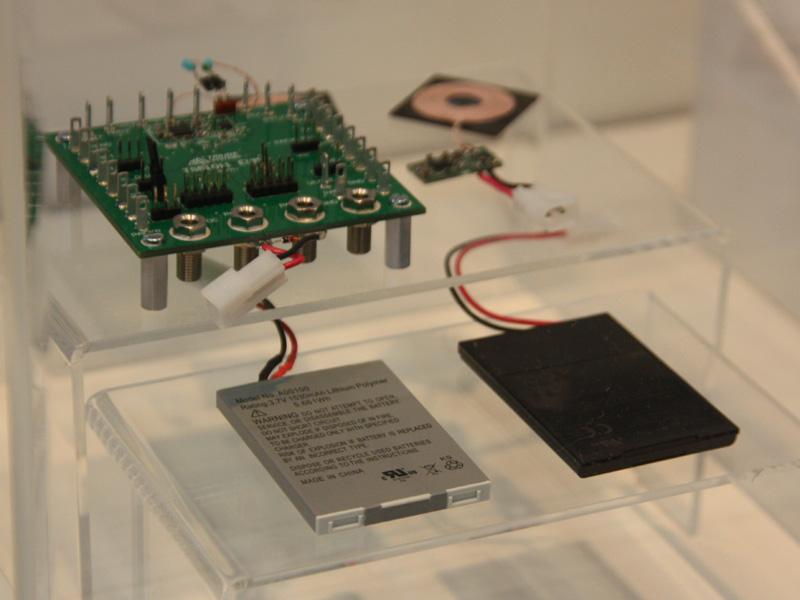 コイルは薄く、携帯電話の内部にも搭載できるという
