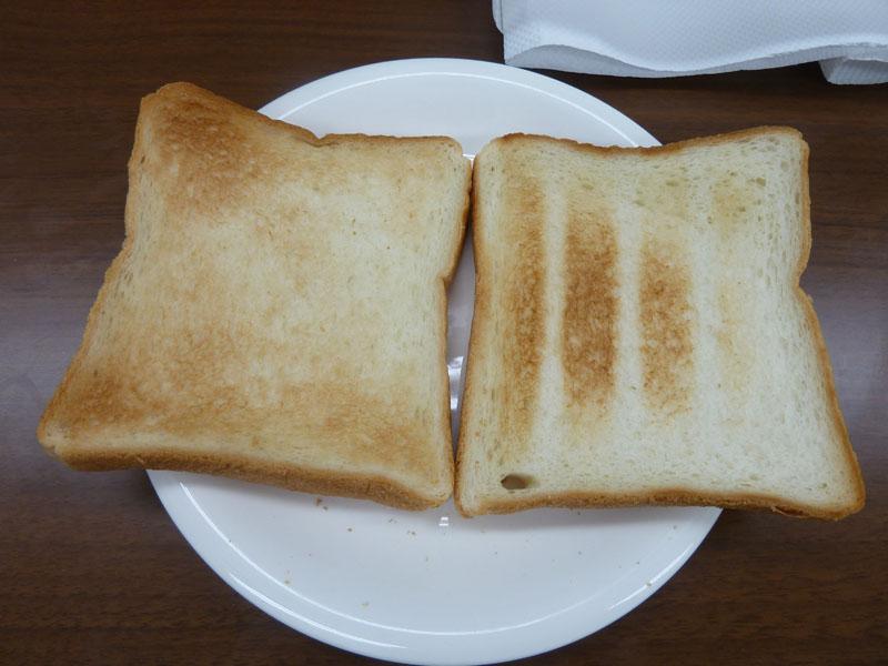 従来のオーブンレンジでは難しかった食パンのトーストも、しっかり焦げ目がつくまで焼ける
