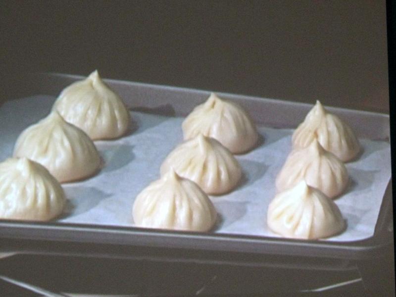 2011年モデル、イチオシの「ショウロンポウ」調理。家で作るのは手間がかかるが、出来上がったときの感激はひとしお