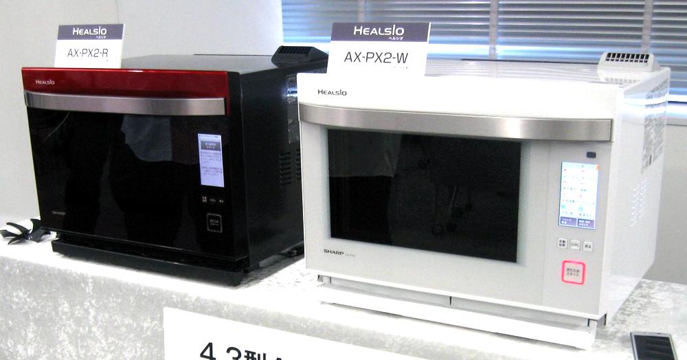 シャープ「ヘルシオ」PX2。カラーはレッドとホワイト。昨年から登場したホワイトの人気が高いという。実勢価格133,800円