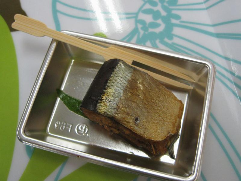 サンマの骨までやわらか煮。庫内上段で骨まで魚を調理し、下段で黒豆を煮ることも可能。つきっきりでないと火加減の調整が難しい煮豆もおまかせでOK