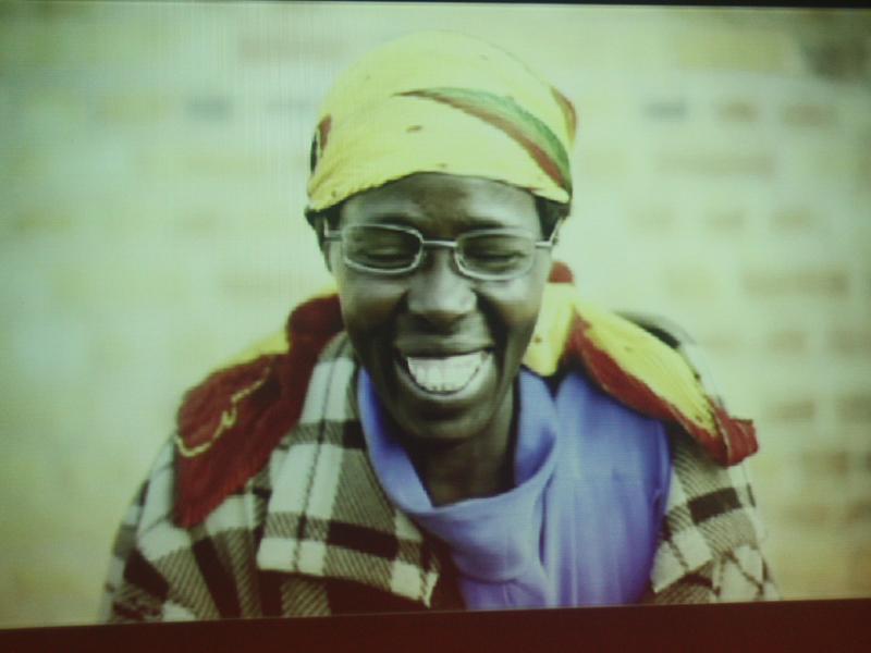アドレンズは発展途上国にメガネを提供する事業も展開している