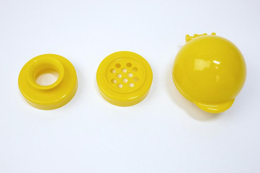 左から液体用替え口、粉用替え口、ペットボトル替え口