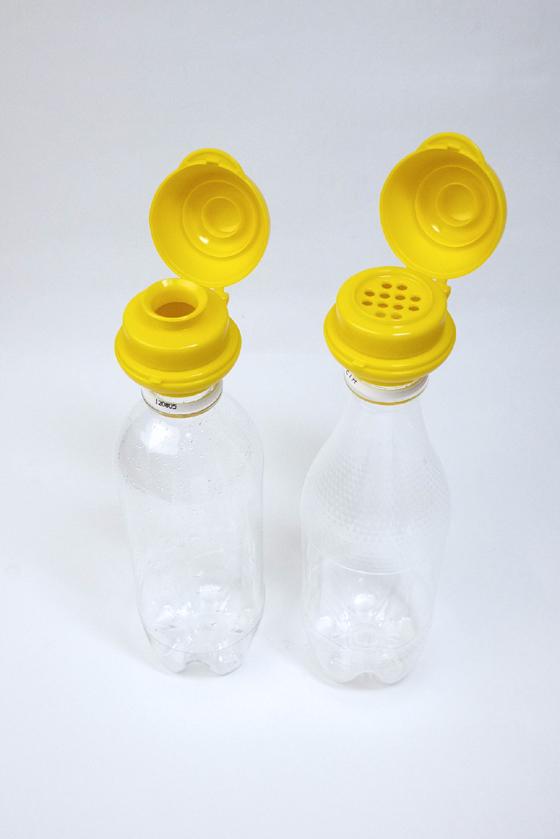 ペットボトル替え口を取り付けたペットボトル。元の中身は水だと洗浄がラク