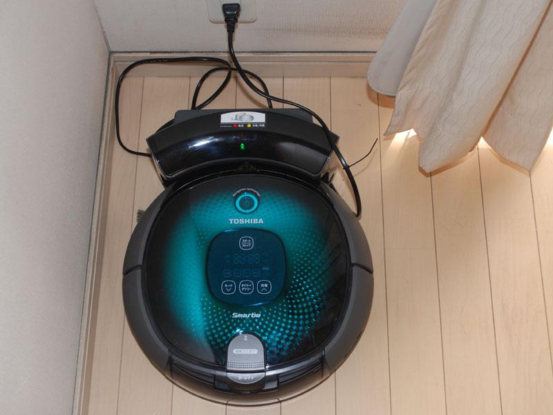 スマーボは直線的に掃除していくので、充電台は部屋の隅に置いた方が良い