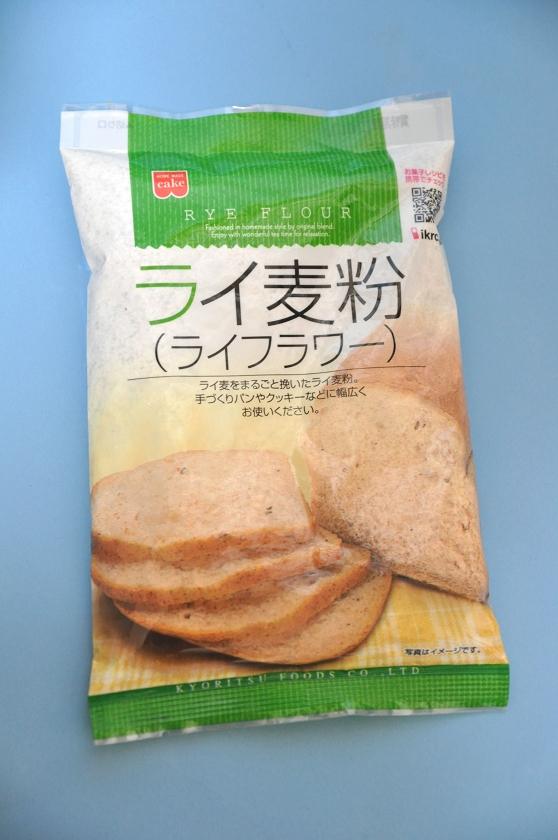近所のスーパーで購入したライ麦粉