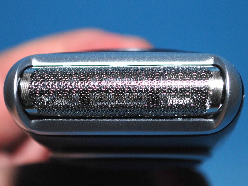 外刃は「マルチパターン網刃4×5」と呼ばれる独特の形で、キラキラ光って見える