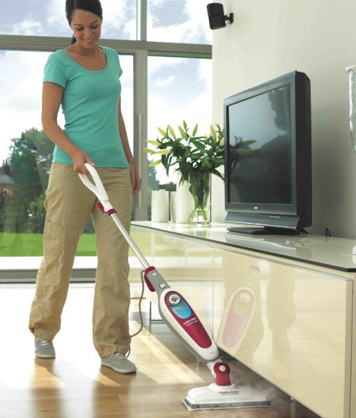 ヘッド部分は可動するため、部屋の隅や家具の隙間まで掃除できる