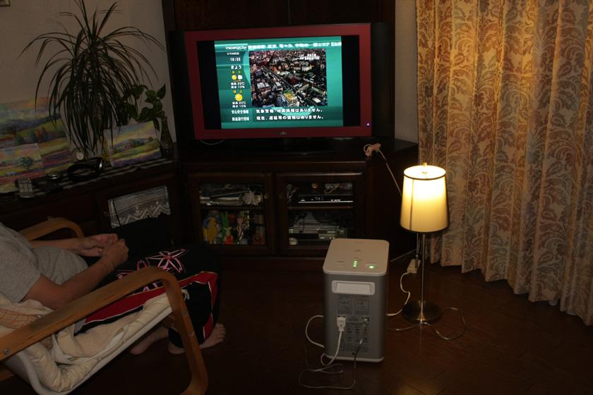 このテレビは消費電力が184Wなので、もし2時間の計画停電があった場合はズーッと見ていることはできない。しかし、30分ほどニュースなどを見るぶんには問題ない