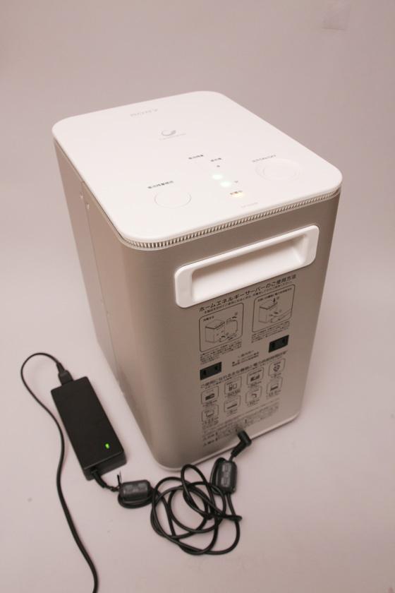 たとえ計画停電が日に2回あったとしても、6時間で急速充電できる。コンセントにACアダプタを差し込んでおいて、充電プラグを本体に挿しておけば、停電が終わりしだい電源を切って充電開始できる