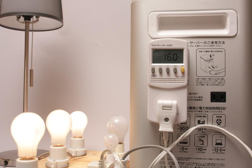 60Wの白熱電球3個の160W程度では、ファンはまだ回り出さない。非常に静か