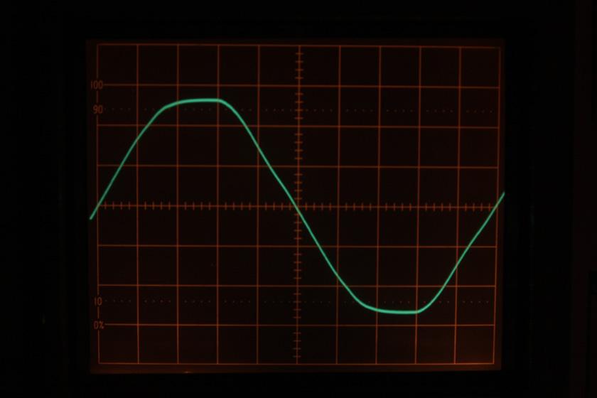 """波形の""""山""""の角度が異なっている"""