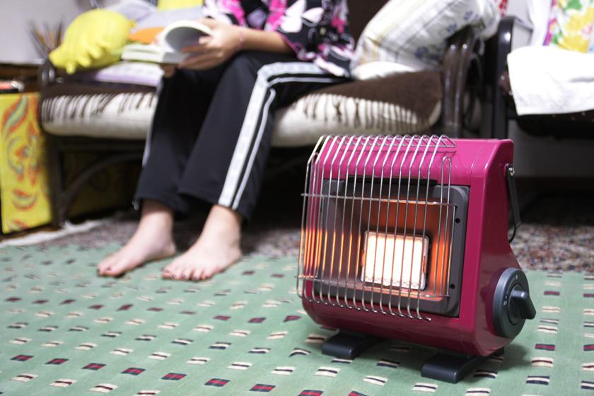 居間でちょっと読書をするなんて場合も、足元に近づけてポカポカと暖まれる