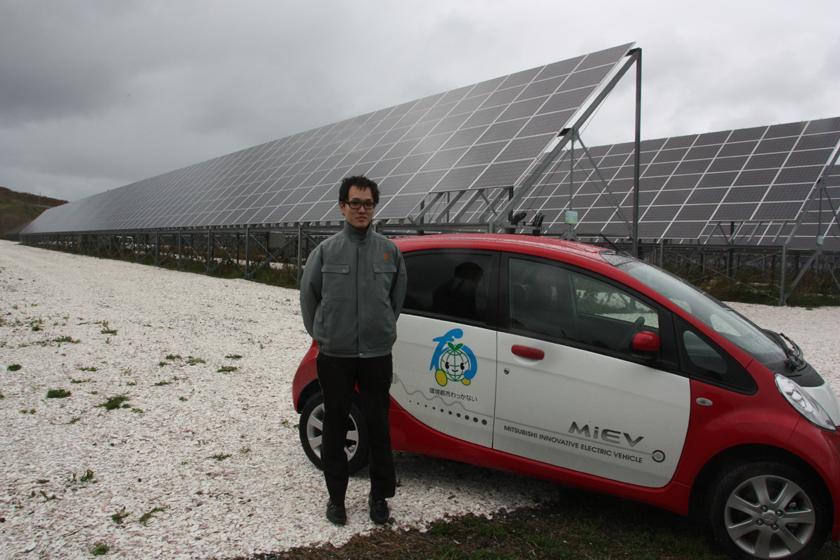 前回、稚内メガソーラー発電所を案内いただいた稚内市役所のまちづくり・環境グループ 石原智主事。稚内市の公用車は電気自動車だ