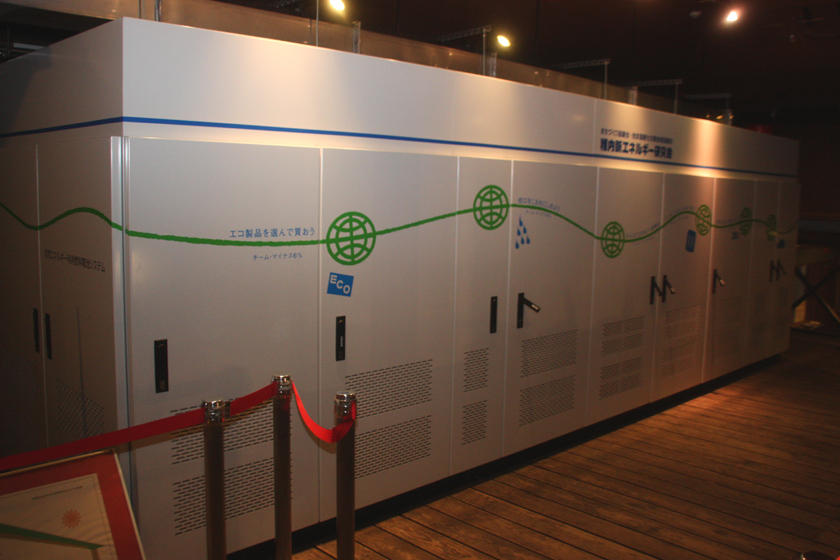 施設内に設置された燃料電池。出力は7,040W。1時間当たり3,500Lの水素を発生する