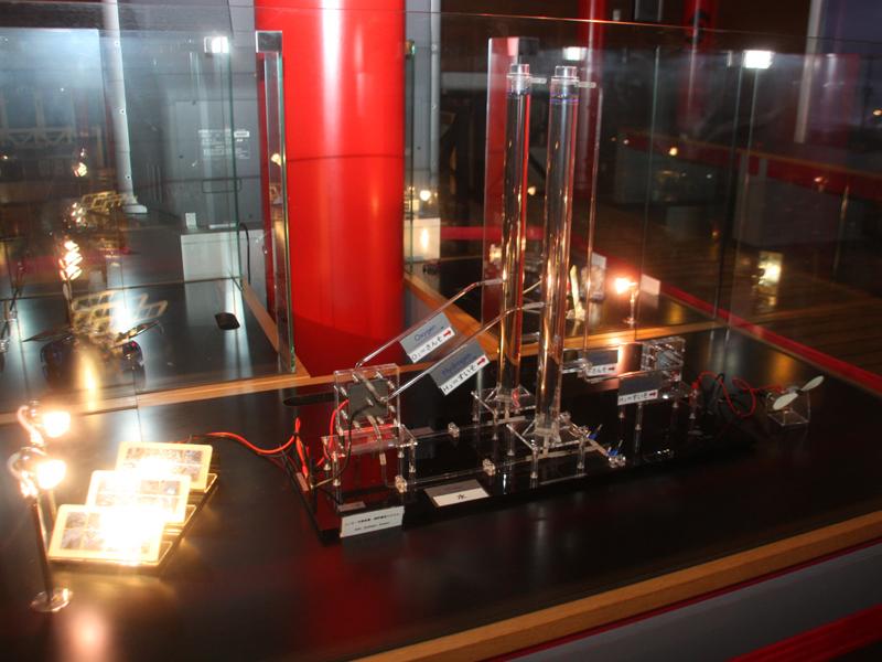館内に用意された、燃料電池のモデル