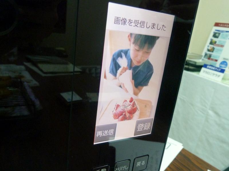 ユーザーが携帯電話で撮影した写真をヘルシオに登録できる