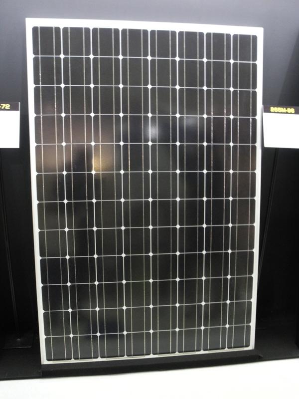 「大容量DIYソーラー発電所キット」に採用される、出力250Wのソーラーパネル。これが48枚セットとなる