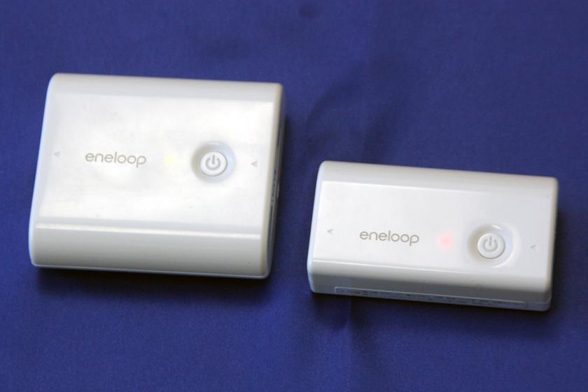 最新モデルのエネループ モバイルブースター。写真上が「KBC-L2BS」