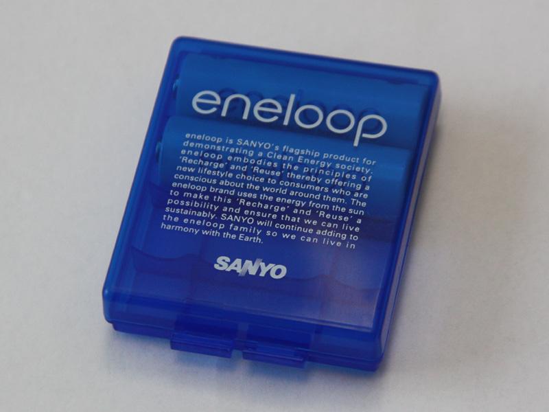 カバー表面にも、eneloopのロゴが入っている