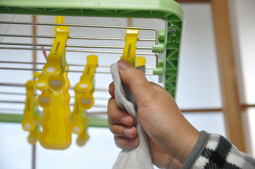洗濯物を親指と人差し指でパチンと閉じる。あっという間だ