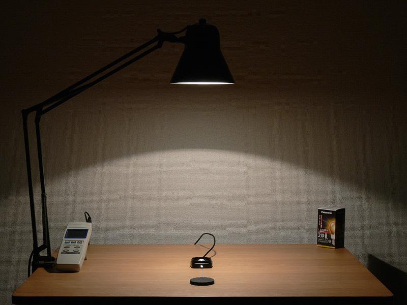 <b>【エバーレッズ:LDA4LC 260lx(点灯10分後)】</b><br>明るさが安定するまで10分程度かかった