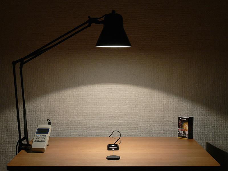 <b>【エバーレッズ:LDA4LC 325lx(点灯直後)】</b><br>こちらが点灯直後のようす。この状態で明るさが持続すればなお良かった