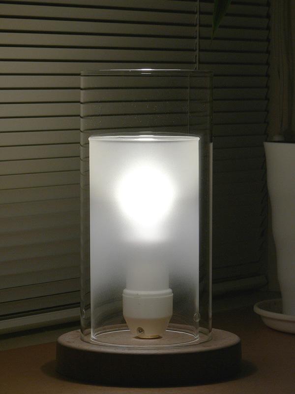 <b>【エバーレッズ :LDA4LC】</b><br>明るさは変わるが、見た目はクリア電球そのもの