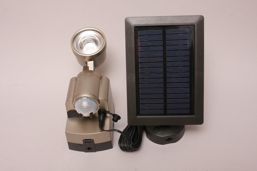 ELPA「防雨センサーライト ESL-301SL ソーラー発電式」