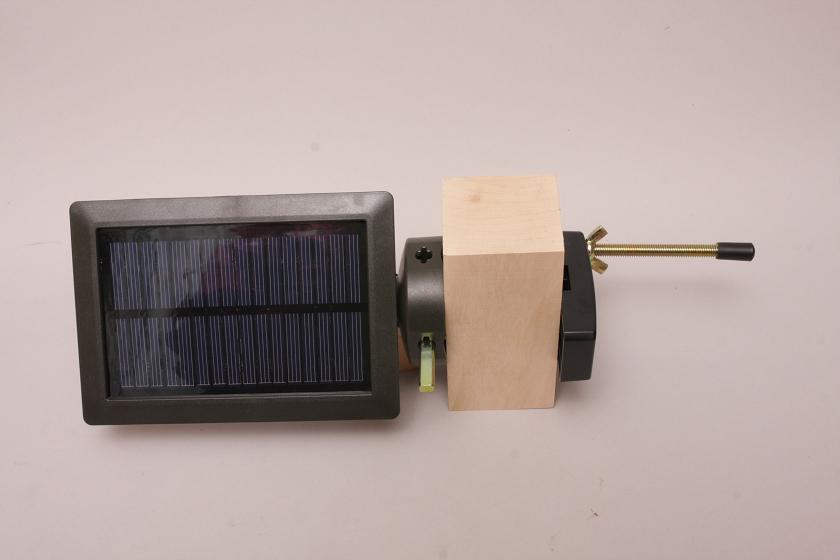 太陽電池パネルも同様にクランプで取り付け可能