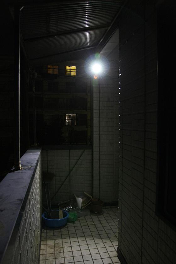 玄関まで行くとかなり明るい